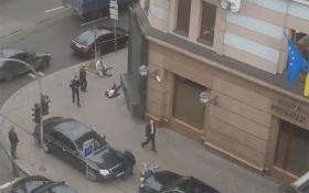Расстрел Вороненкова: появилось видео, снятое из окна напротив