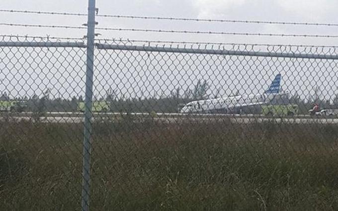 Пилот виртуозно посадил самолет без переднего шасси: опубликовано видео