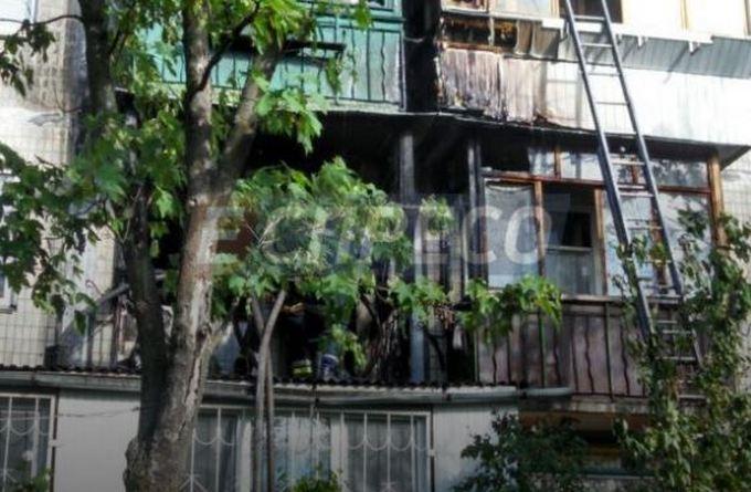 В Киеве из-за окурка сгорели три квартиры: появились фото (5)