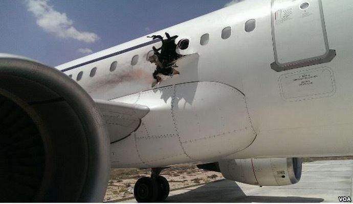 Самолет Airbus 321 экстренно сел из-за взрыва на борту