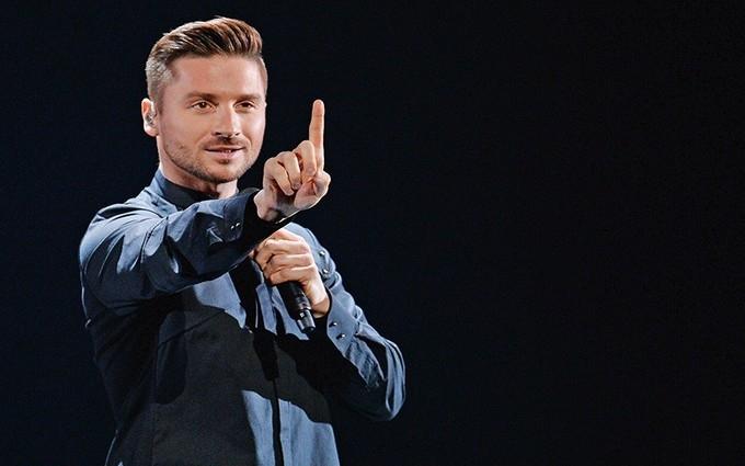 Лазарєв заспівав зі шведськими геями: опубліковано відео