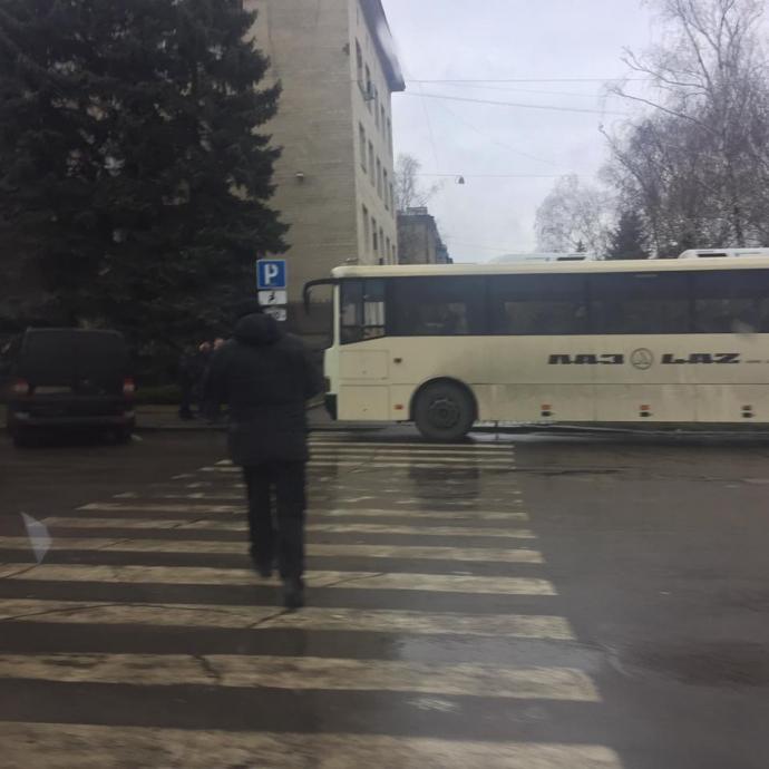 В сети показали фото подготовки к визиту Порошенко на Донбасс (1)