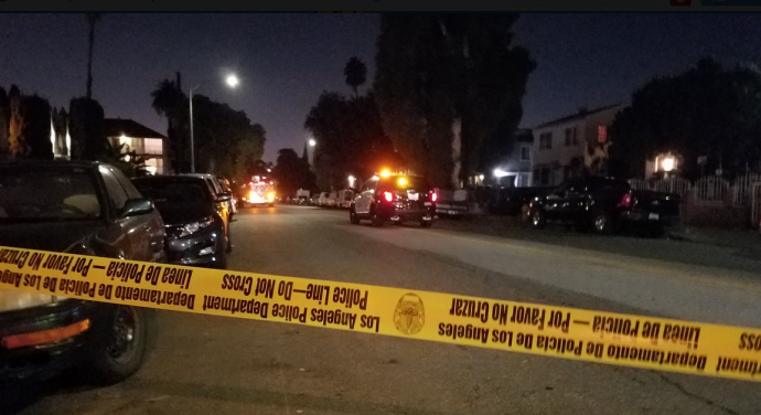 В Голівуді невідомий вчинив стрілянину, є загиблі та поранені: з'явилися фото та відео (1)