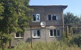 Бойовики обстріляли село в Луганській області, загинув мирний житель: опубліковані моторошні фото наслідків