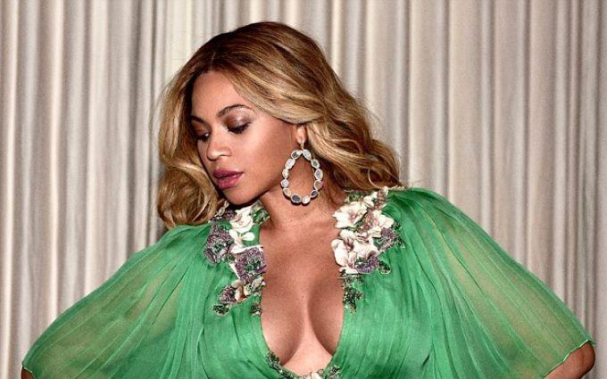 Беременная Бейонсе нарядила пятилетнюю дочь в платье Gucci за 26 тысяч долларов: появились фото
