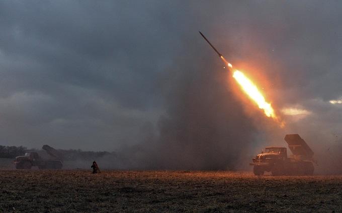 Боевики обстреляли украинские позиции из запрещенного «военторговского» оружия: опубликовано видео