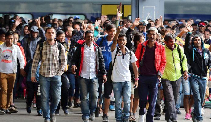 З Німеччини потрібно висилати тисячу мігрантів щодня - генсек партії Меркель