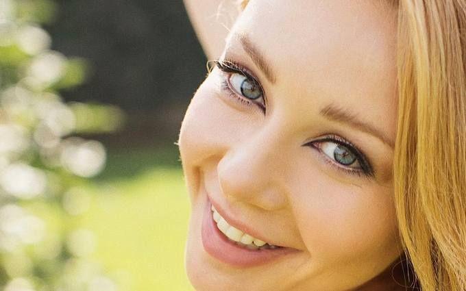 Щаслива і красива: Тіна Кароль знялася у ніжній фотосесії