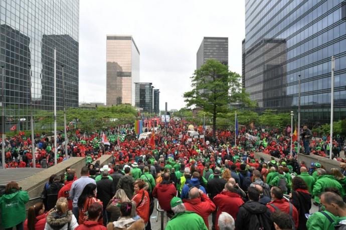У Брюсселі жорстко розігнали багатотисячні акції протесту: з'явилися відео та фото (2)