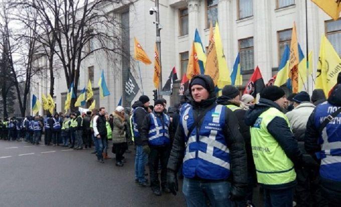Возле Верховной Рады начался митинг: дежурят почти 4 тысячи правоохранителей