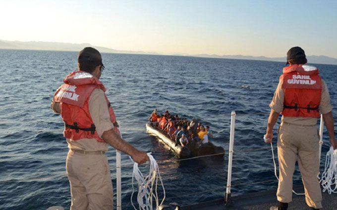 В Средиземном море за два дня спасли 6 тысяч мигрантов, которые плыли в Европу