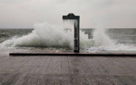 Пляжи Одессы после шторма украсили удивительные сосульки: появились фото и видео