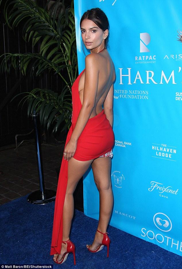 Відома модель шокувала відвертою сукнею на вечері з генсеком ООН: опубліковані фото (1)