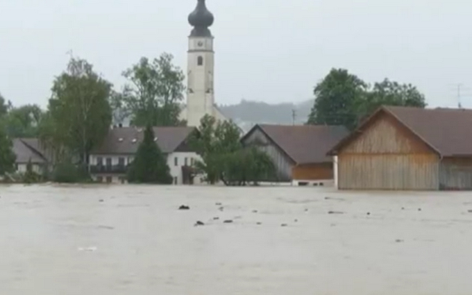 Європа потерпає від сильних повеней: опубліковані відео