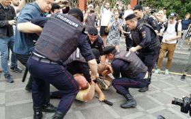 В России требуют лишить родительских прав супругов-протестующих