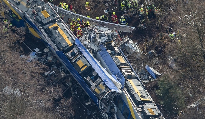 Количество погибших при столкновении поездов в Германии возросло