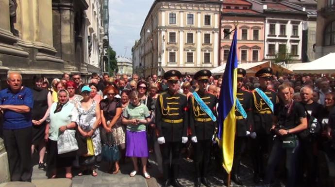 У Львові із загиблим Сліпаком прощаються тисячі людей: з'явилися фото (1)