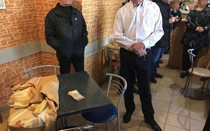 Луценко: ВоЛьвове схвачен  замгендиректора аэропорта при получении взятки