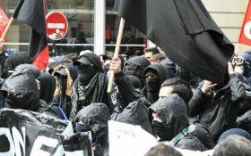 Погроми і коктейлі Молотова: на демонстрації в Парижі постраждало троє поліцейських