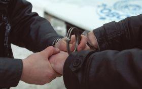 Подросток с другом задержали полицейского-педофила на Киевщине