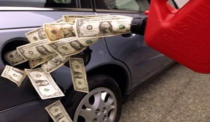 Прем'єр закликає АМК і Міненерговугілля зайнятися питанням цін на бензин