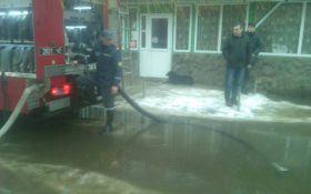 На Закарпатті обрушилася повінь: з'явилися фото і відео