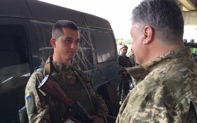 У Порошенко розкрили деталі його поїздки на Донбас і показали нові фото