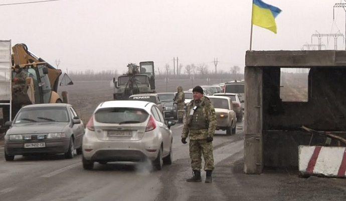 Работу КПП Марьинка временно остановили
