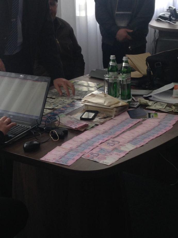 Глава полиции Черкасской области погорел на взятке: опубликованы фото (1)
