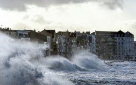 На Европу обрушился мощный шторм: появились видео и данные о жертвах