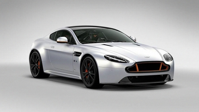 Aston Martin посвятил особый спорткар британской пилотажной группе (4 фото)