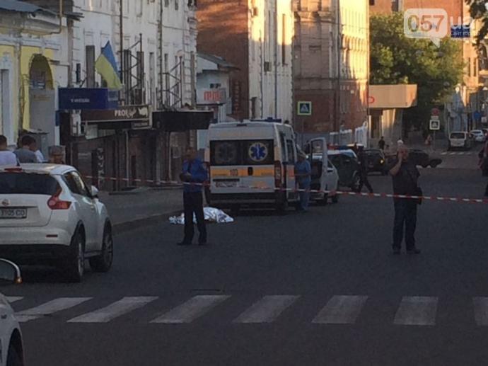 У центрі Харкова сталося вбивство: фото і відео з місця подій (1)