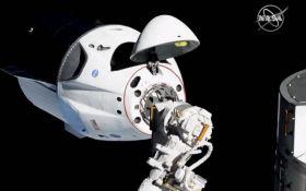 Исторический момент: корабль Илона Маска Crew Dragon успешно пристыковался к МКС