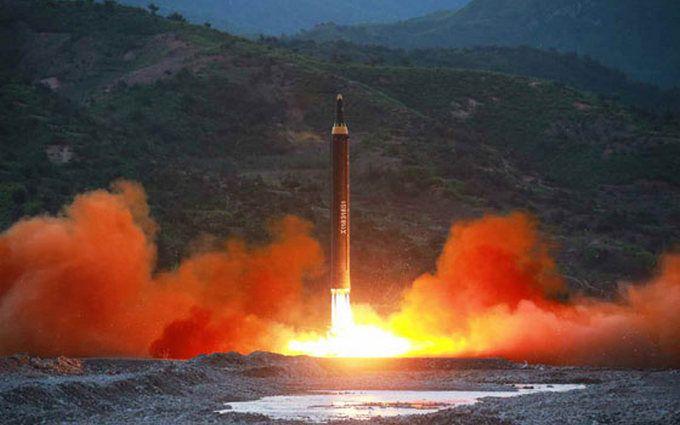 У КНДР невдало запустили ракету, уламки впали на місто