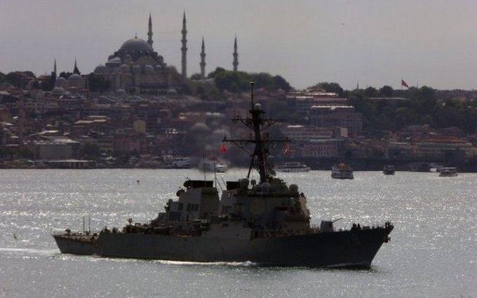 Як есмінець США входив в Чорне море: з'явилися яскраві фото