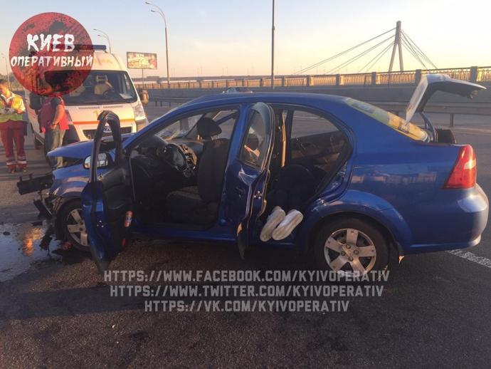 У Києві таксист, що заснув, улаштував смертельне ДТП: з'явилися фото (1)