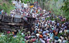 В Індії автобус зірвався з гірської дороги, загинуло понад 40 людей