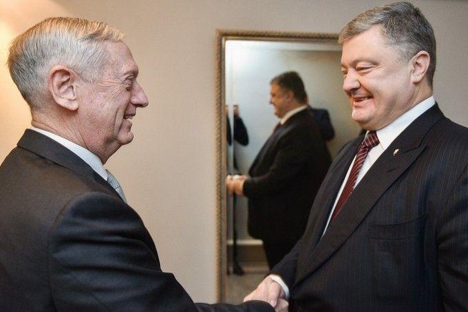 Порошенко обговорив з главою Пентагону введення миротворців на Донбас