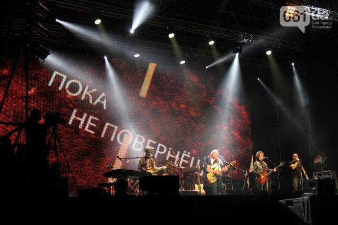 """В Запорожье легендарной """"Машине времени"""" подпевал стадион (7)"""