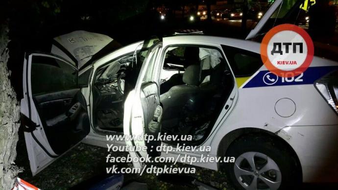 У Києві патрульні потрапили в серйозну ДТП: опубліковані фото та відео (1)