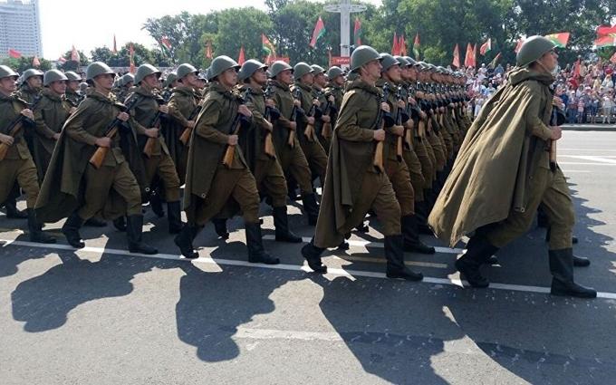 На вулиці Мінська вийшли російські військові: з'явилися фото