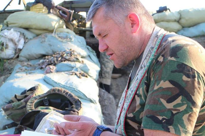 На Донбасі вже говорять: скільки Путін буде пити нашу кров? - Капелан з АТО (2)
