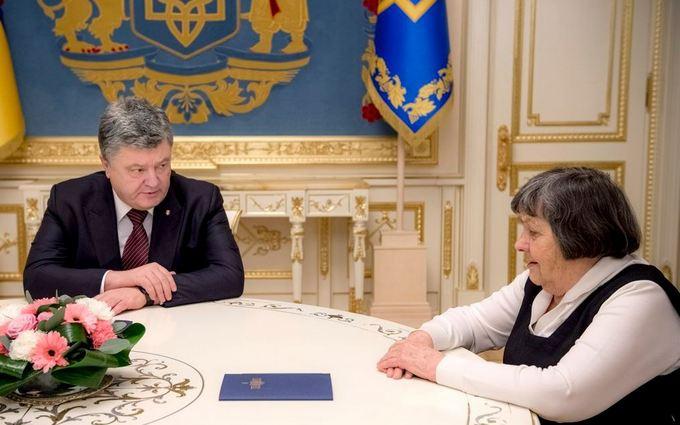 При встрече с матерью Савченко Порошенко обещал сделать всё возможное для освобождения Надежды