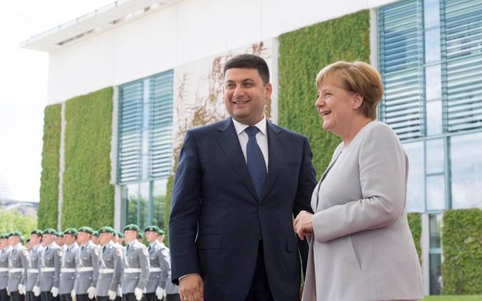 Меркель висловилась про реформи в Україні та кредити для неї