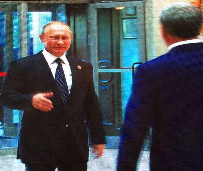 Обнімашки Путіна в Киргизстані насмішили соцмережі: опубліковані фото (2)