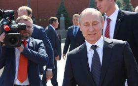 """""""Путин - сказочный дол ***"""": в России разгорелся новый скандал"""