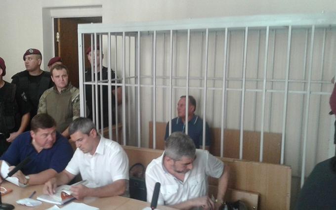Єфремова в суді посадили за ґрати: з'явилися фото