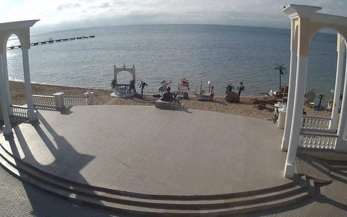 Третій сезон очікування сезону: з'явилися фото порожніх пляжів Криму