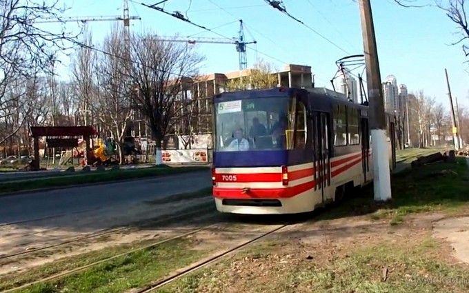 Тепер вже можна оплатити проїзд карткою: ульвівському трамваї встановили термінал