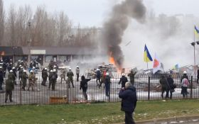 Барикади і палаючі шини: з'явилися відео сутичок через МАФи в Києві